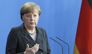 Μετακόμιση της Μέρκελ στις Βρυξέλλες επιθυμεί ο Γιούνκερ