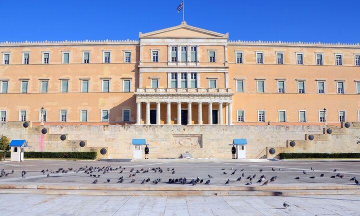 Σφοδρότατη σύγκρουση Τσίπρα - Μητσοτάκη στη Βουλή