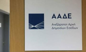 Μπαράζ 50.500 ελέγχων από την ΑΑΔΕ το καλοκαίρι για αποδείξεις
