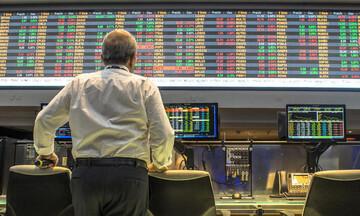Bloomberg: Ξεπέρασαν το 20% οι αποδόσεις των ελληνικών ομολόγων