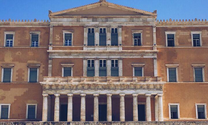 Σε φουλ ρυθμούς η Βουλή με τρία νομοσχέδια ως τις 8 Αυγούστου