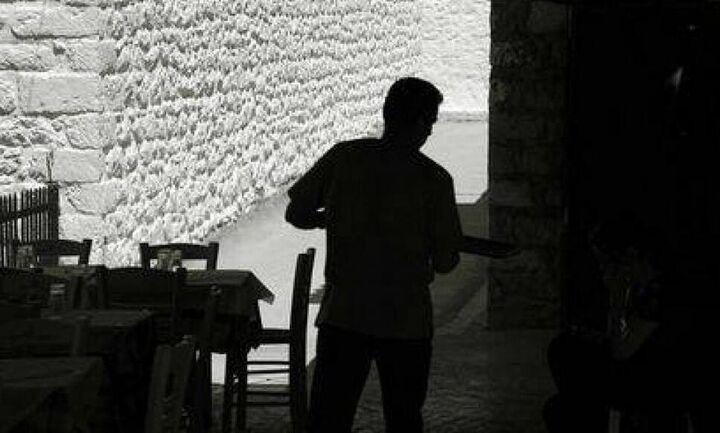 Θερινό σαφάρι της ΑΑΔΕ: Αποδείξεις και μαύρη εργασία