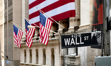 Σε κλοιό πιέσεων η Wall Street: Ανησυχία από τον εμπορικό πόλεμο ΗΠΑ-Κίνας