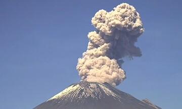 Το ηφαίστειο Ποποκατέπετλ βρυχάται