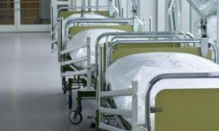 Στάση εργασίας και συγκέντρωση έξω από το υπουργείο Υγείας από τους τραυματιοφορείς