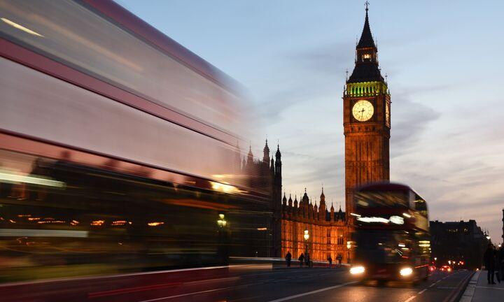 Παραμένει το αδιέξοδο στη Βρετανία