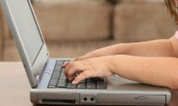 Internet: Ανησυχούμε για την ασφάλεια των παιδιών αλλά ασχολούμαστε 30' σε όλη την παιδική ηλικία
