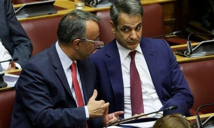 Bloomberg: Η κυβέρνηση δίνει 9 δισ. ευρώ στις τράπεζες να μειώσουν το κακό χρέος