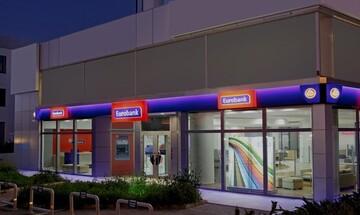 Eurobank: Απορροφά το κόστος ανάληψης μετρητών από ΑΤΜ άλλης τράπεζας