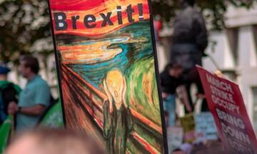 Ανεβάζει τους τόνους του Brexit o Τζόνσον