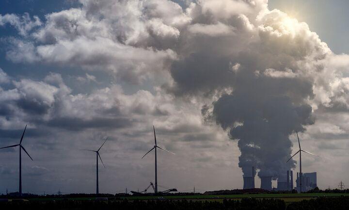 Φόρο άνθρακα για την αντιμετώπιση της κλιματικής αλλαγής προτείνει ο Γ. Στουρνάρας