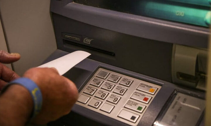 Χρεώσεις τραπεζών: Πώς επιβαρύνονται οι καταναλωτές