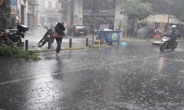 Εντονες βροχές και  μετά το μεσημέρι στην Αττική
