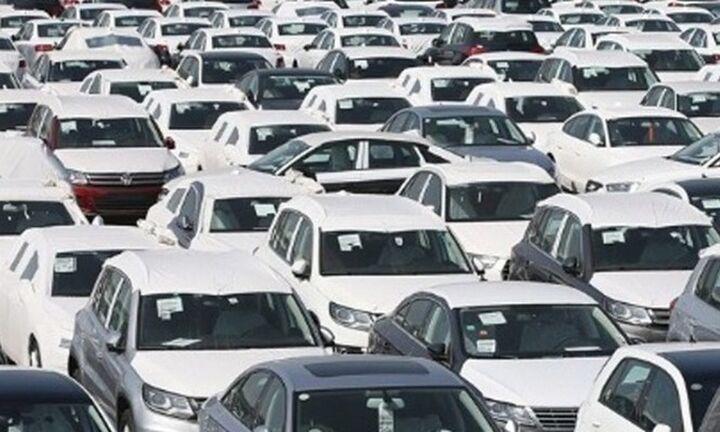Politico: Tι σκοπεύει να κάνει ο Τραμπ με τους δασμούς στα ευρωπαϊκά αυτοκίνητα