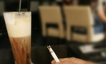 Επιβλήθηκε το πρώτο πρόστιμο σε καπνιστή σε καφετέρια