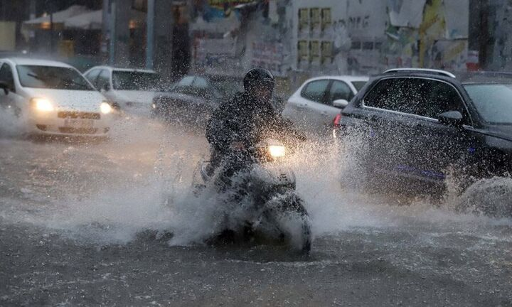 Meteo: Μέχρι αργά το απόγευμα οι καταιγίδες στην Αττική