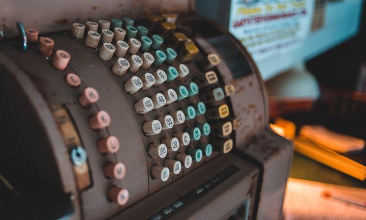 Δίκτυο παράνομου λογισμικού για ταμειακές μηχανές εντόπισε η ΑΑΔΕ