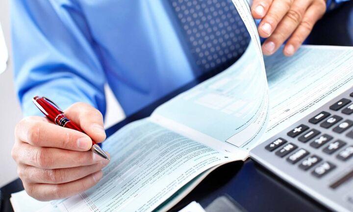 Είστε αυτοαπασχολούμενος; Υπολογίστε τι θα πληρώσετε (και πόσα θα γλιτώσετε) από φόρους και εισφορές