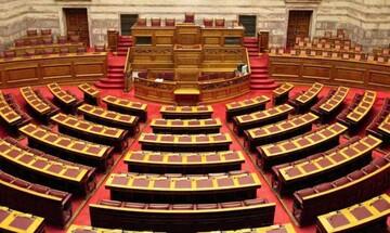 Πέρασε το φορολογικό από την Επιτροπή της Βουλής