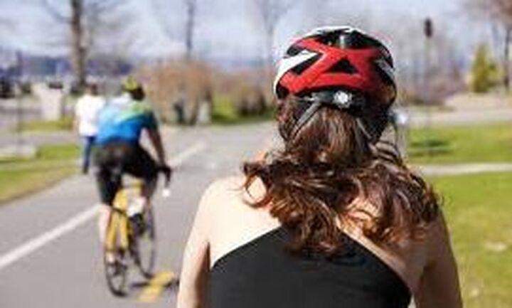 Μειώνεται ο ΦΠΑ στα κράνη των ποδηλατιστών
