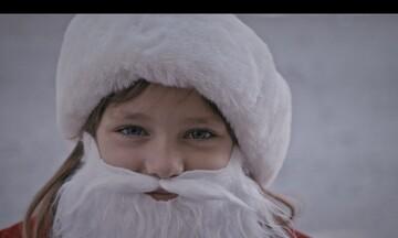 «Δώρα Αγάπης» από την ΑΒ Βασιλόπουλος: Γιατί όλοι χρειαζόμαστε έναν Άγιο Βασίλη!