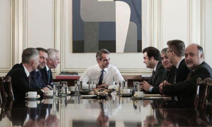 Συνάντηση Μητσοτάκη με τους επικεφαλής των εταιρειών κινητής τηλεφωνίας