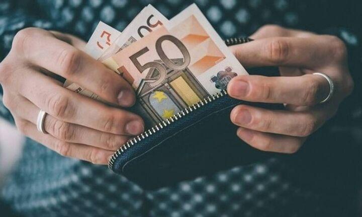 Ποιοι πρέπει να τρέξουν σε ΚΕΠ και τράπεζες για το κοινωνικό μέρισμα