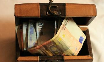 Μια προς μια οι ημερομηνίες πληρωμής συντάξεων, μερισμάτων, δώρων και επιδομάτων