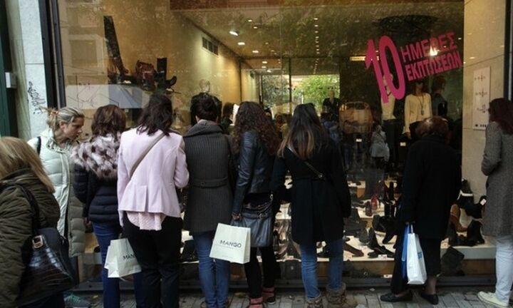 ΕΣΕΕ: Σε χαμηλότερα επίπεδα από πέρυσι ο χριστουγεννιάτικος τζίρος για τις μισές επιχειρήσεις