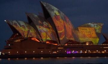 Το «ευχαριστώ» της Όπερας του Σίδνεϊ στους Αυστραλούς πυροσβέστες