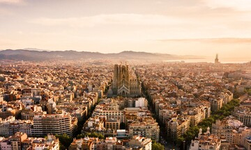 """Ο κορονοϊός """"απειλεί"""" τη Βαρκελώνη"""