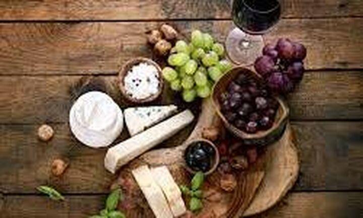 Εξαιρούνται εκ νέου ελιά, τυριά και κρασιά από τους αμερικανικούς δασμούς
