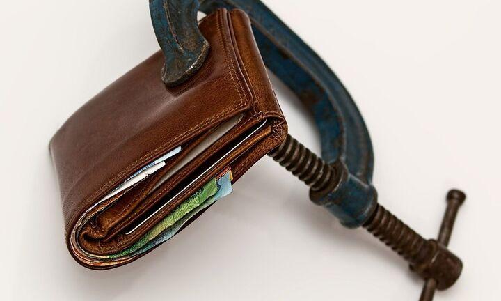 ΣΕΒ: Ένα στα δύο ευρώ της μεσαίας τάξης πήγε στη φορολογία