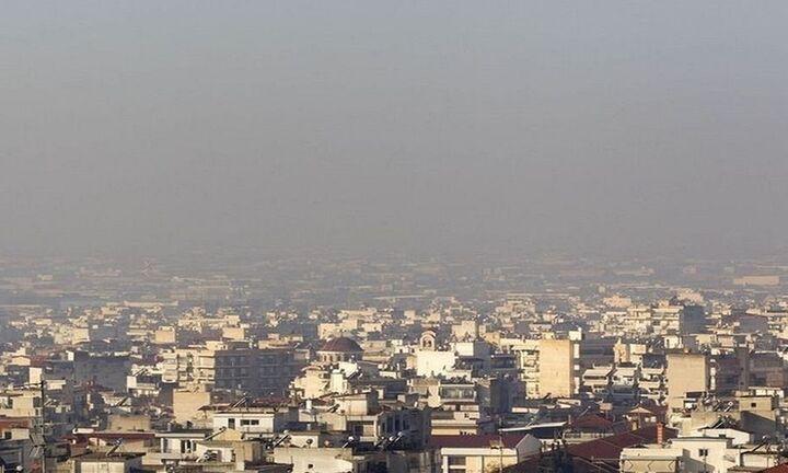 Tρία χρόνια από τη ζωή τους χάνουν οι άνθρωποι λόγω της ρύπανσης του αέρα