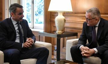 Αναβάλλεται για το Σάββατο η συνάντηση του πρωθυπουργού με τον Κλάους Ρέγκλινγκ