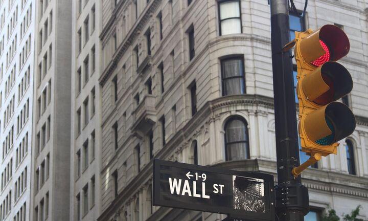 «Κόκκινη» η Wall Street