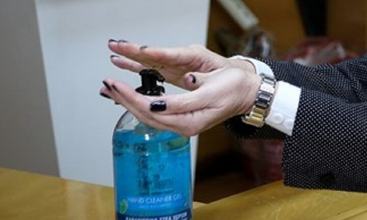 Κορονοϊός: Αντισηπτικά τα ποτά «μπόμπες» με απόφαση του ΥΠΟΙΚ