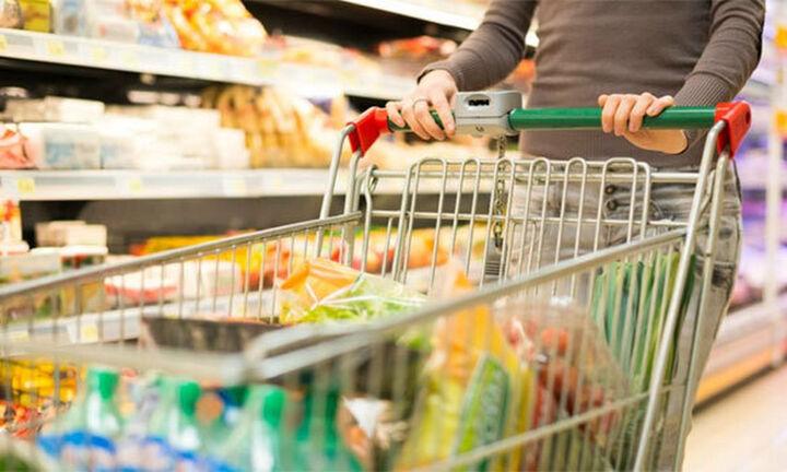 Επιδρομή στα σούπερ μάρκετ: «Φεύγουν» μεγάλες ποσότητες τροφίμων και απολυμαντικά