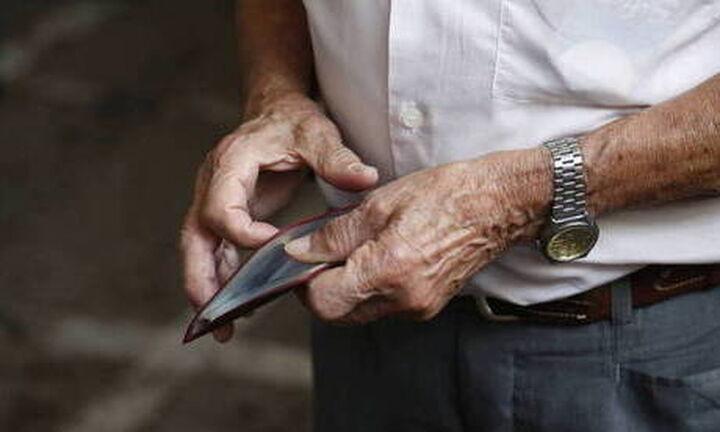 Εκκληση στους συνταξιούχους να μην πάνε στις τράπεζες