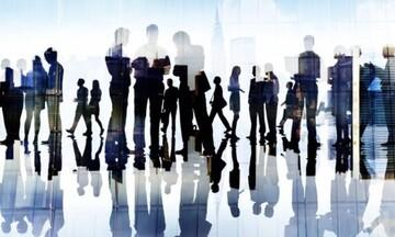 Δέκα χιλιάδες εργαζόμενοι υπέβαλαν αίτηση για τα 800 ευρώ