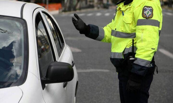 Μέτρα περιορισμού σε συγκοινωνίες και ταξί: Τι αλλάζει, τι ισχύει για τα επιβατικά