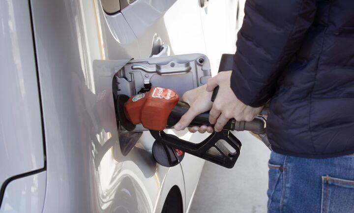 Φτηνή μου βενζίνη - Πτώση ως και 20% στη μέση τιμή των καυσίμων στην Ελλάδα