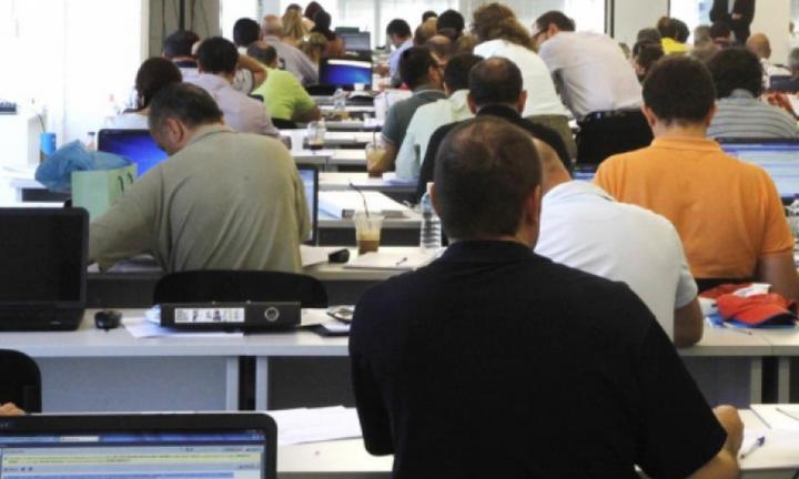 Σε «κύματα» η επιστροφή των δημοσίων υπαλλήλων στις υπηρεσίες τους
