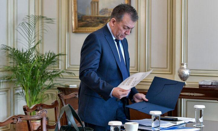 Εγκρίθηκαν οι πληρωμές για 105.000 δικαιούχους των 800 ευρώ