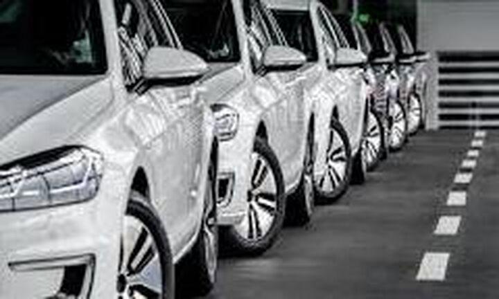 Καταβαραθρώθηκαν οι πωλήσεις καινούριων αυτοκινήτων στην ΕΕ