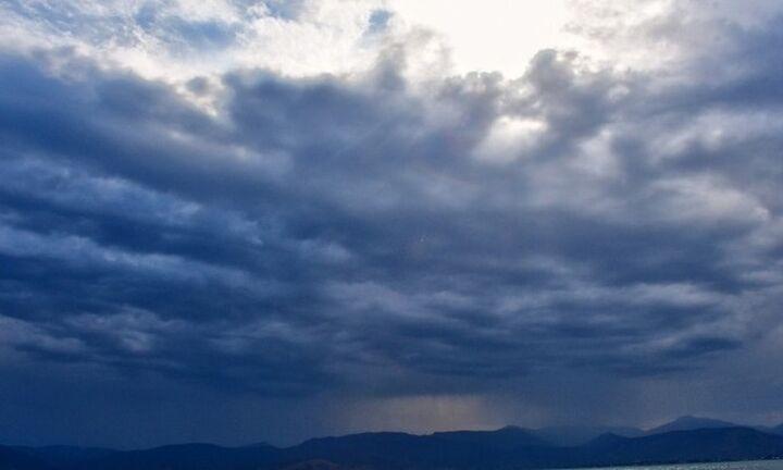 Κεραυνοί, καταιγίδες και χαλάζι: Οι περιοχές που θα σημειωθούν έντονα φαινόμενα
