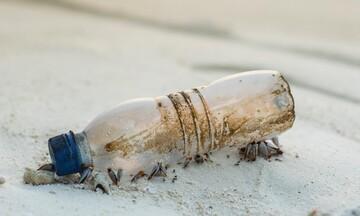 Έρχεται «καπέλο» για τα πλαστικά μπουκάλια