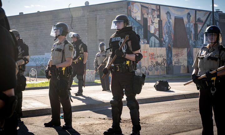 Απειλές Τραμπ για στρατό στους δρόμους