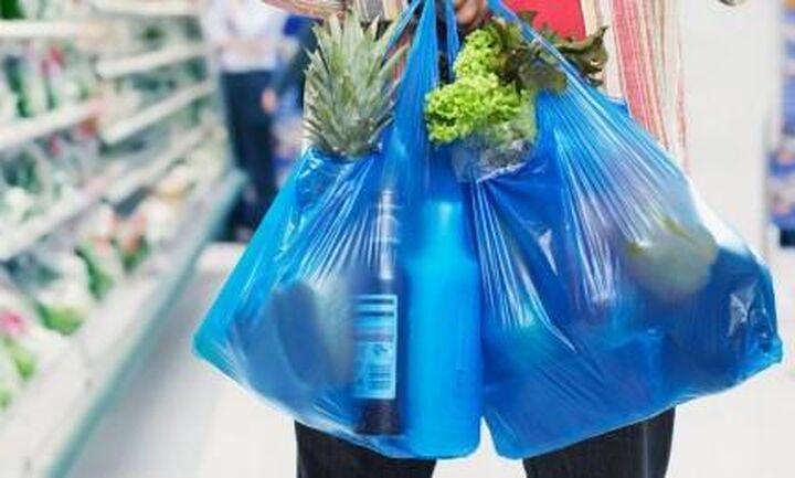 """ΙΕΛΚΑ: """"Εξαφανίστηκε"""" η πλαστική σακούλα - Μείωση της τάξης του 98,6%"""