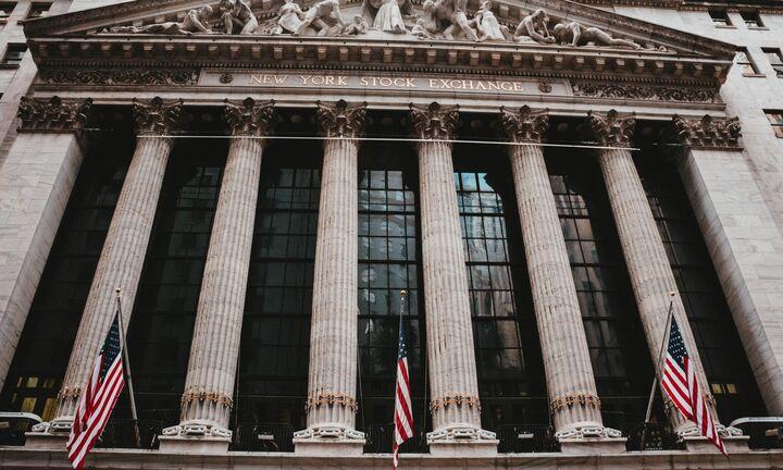 Ο κορονοϊός «βυθίζει» τη Wall Street